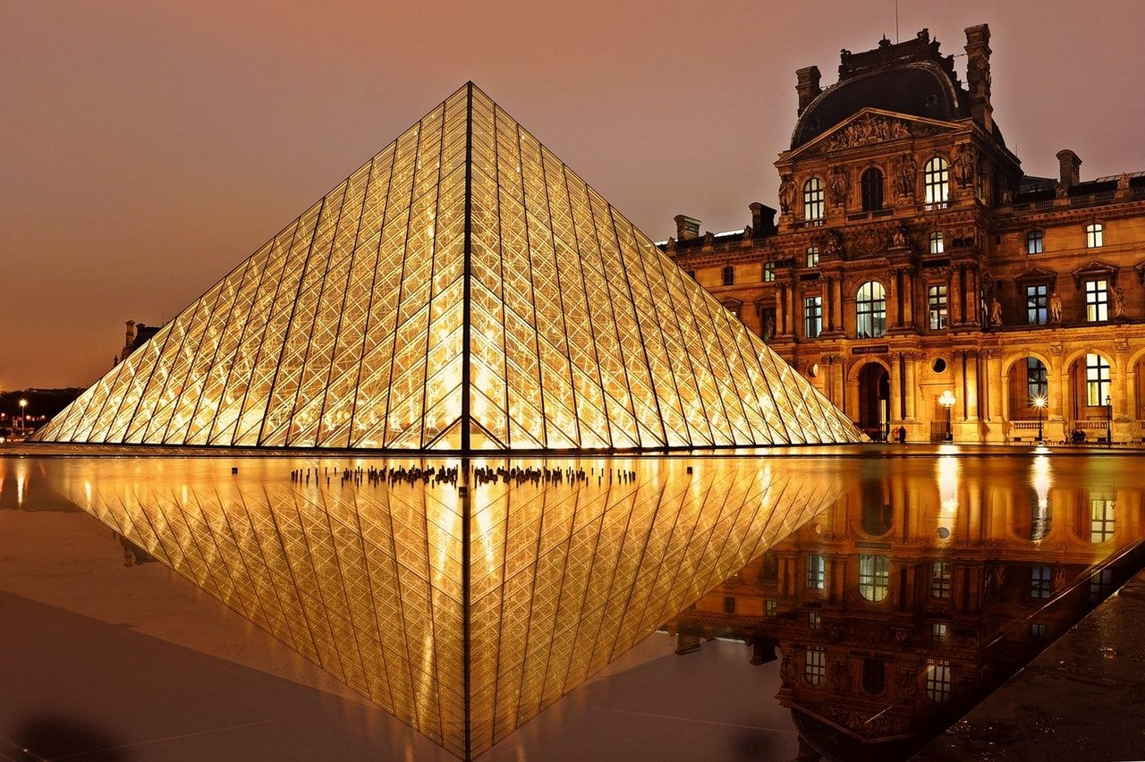 Image Of The Louvre Museum At Night